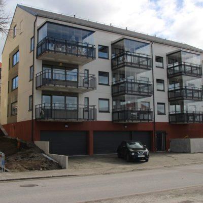BRF Ärlan på Bogesundsgatan i Ulricehamns centrum. Här målade vi både in- och utvändigt.