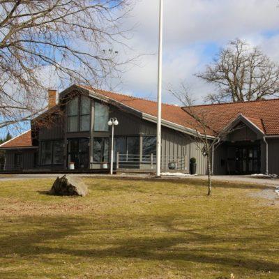 Hotell Lassalyckan i Ulricehamn. Utvändig målning, samt målning och tapetsering av hotellrummen.