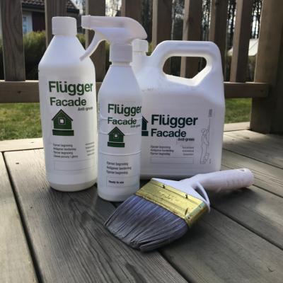 Flügger Facade Anti Green avlägsnar beväxtning på fasade, murverk, snickerier och takpannor bl.a. Finns i storlekarna1 liter, 3 liter och en färdig spray i 0,5 liter.