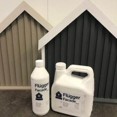 Flügger Facade Clean tar effektivit bort all sorts smuts. Finns i storlekarna 1 liter och 3 liter